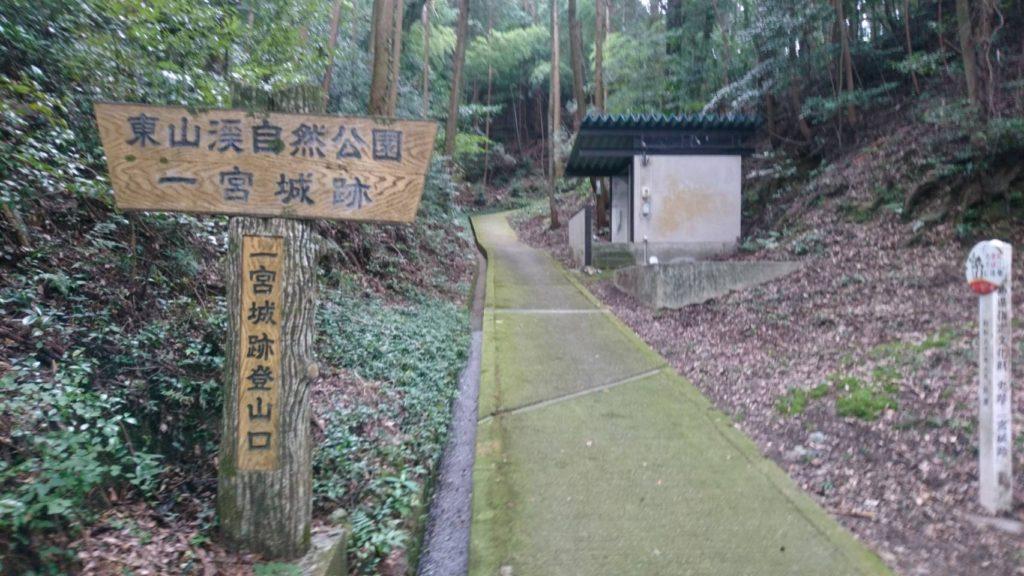 こちらが登山道入り口