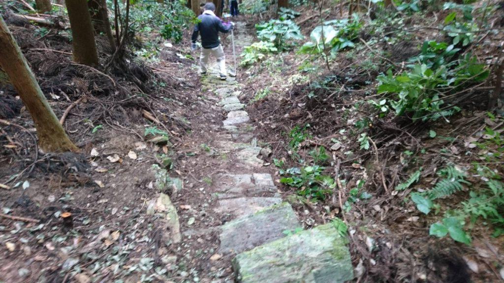 石積みの山道