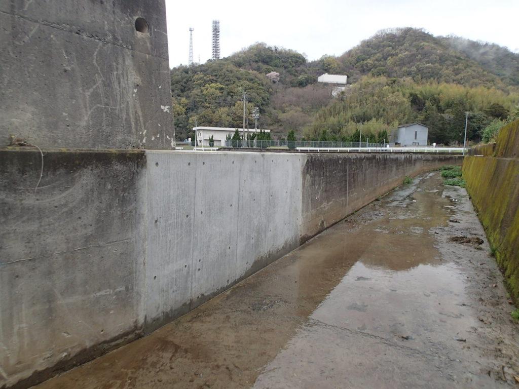 コンクリート擁壁、補修完了