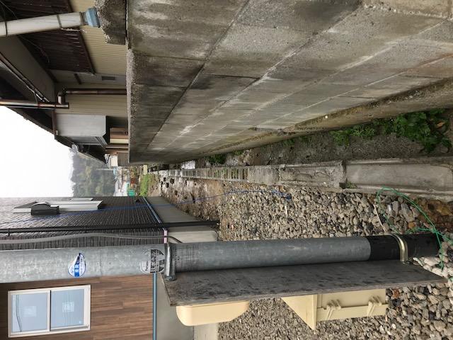 水路は塩ビ管を埋めてスペースを広く使います