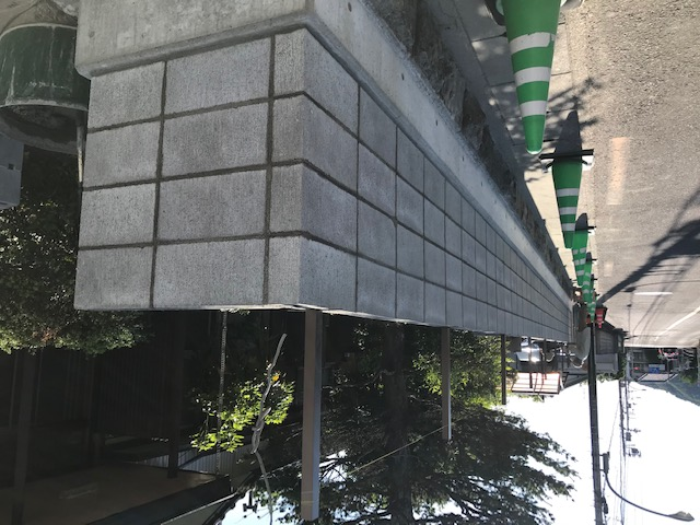 ブロック積みが完了。フェンス用の支柱も