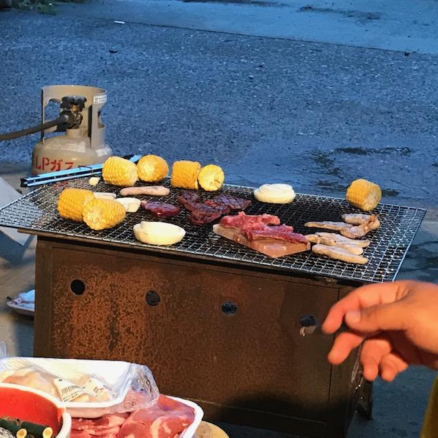 焼かれる肉と野菜