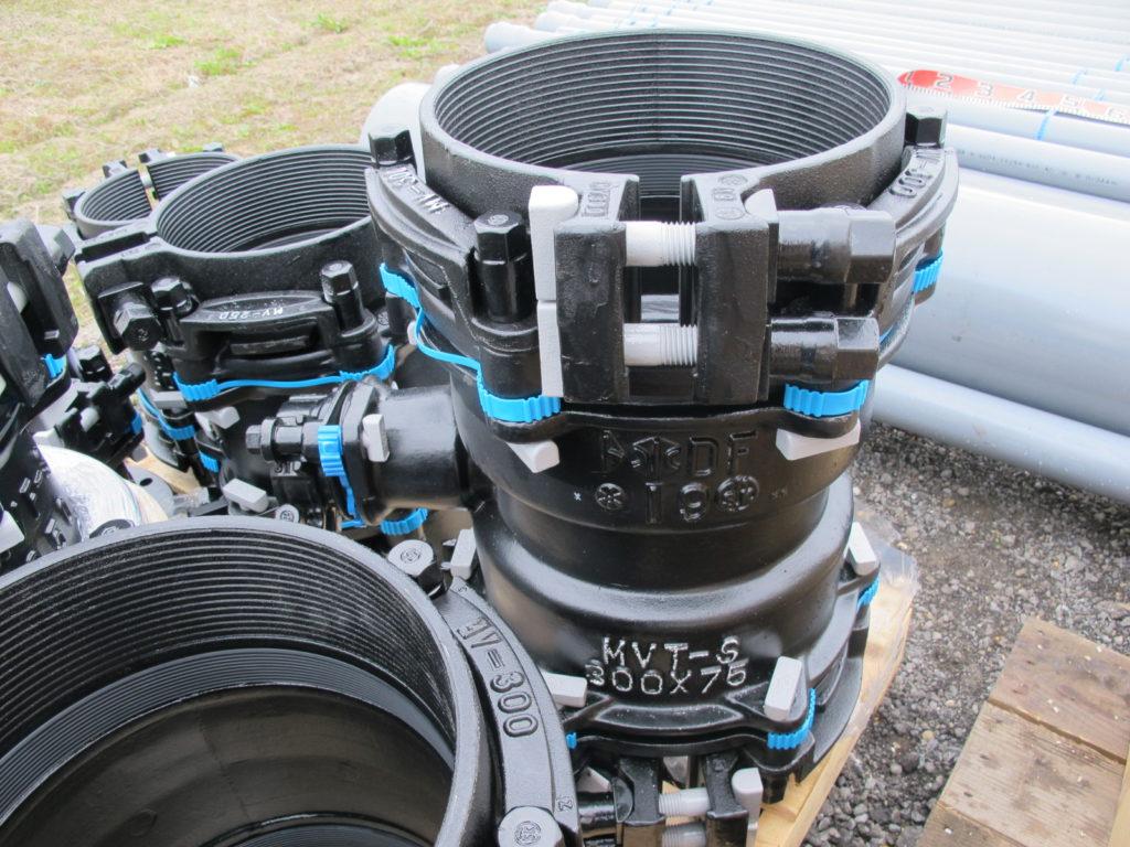 材料検収での配管接続部品。