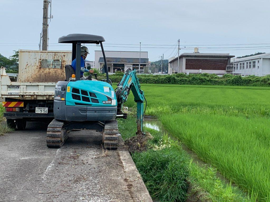 バックホウによる掘削・除草